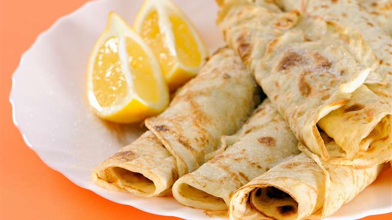 Halawa El Rashidi El Mizan crepe with heavy cream